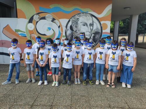 foto di classe 2a con maschera